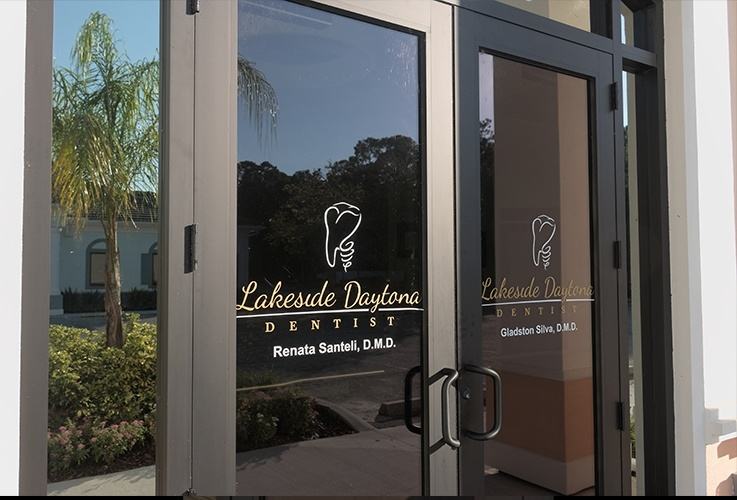 Front entryway of Lakeview Daytona Dentist